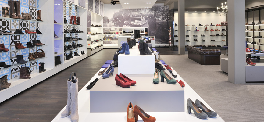c0687371e8 Creative design shoe store Smit >> WSB is NR 1 retail design