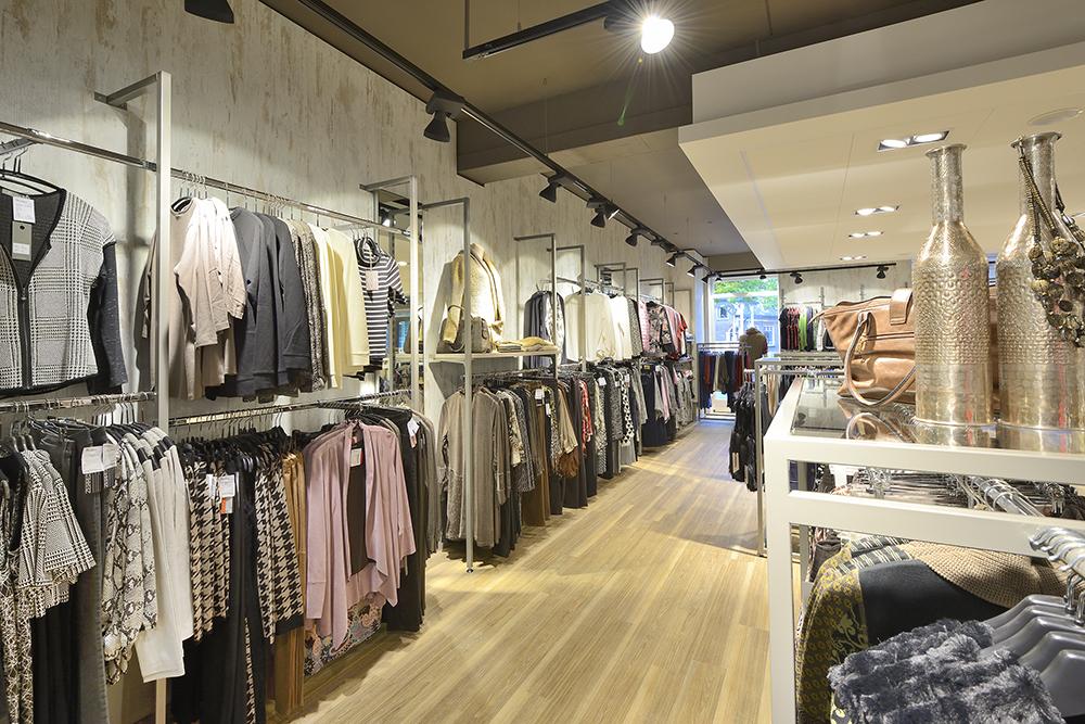 Persbericht interieur kledingwinkel>> Brinkers Mode heropent shop!