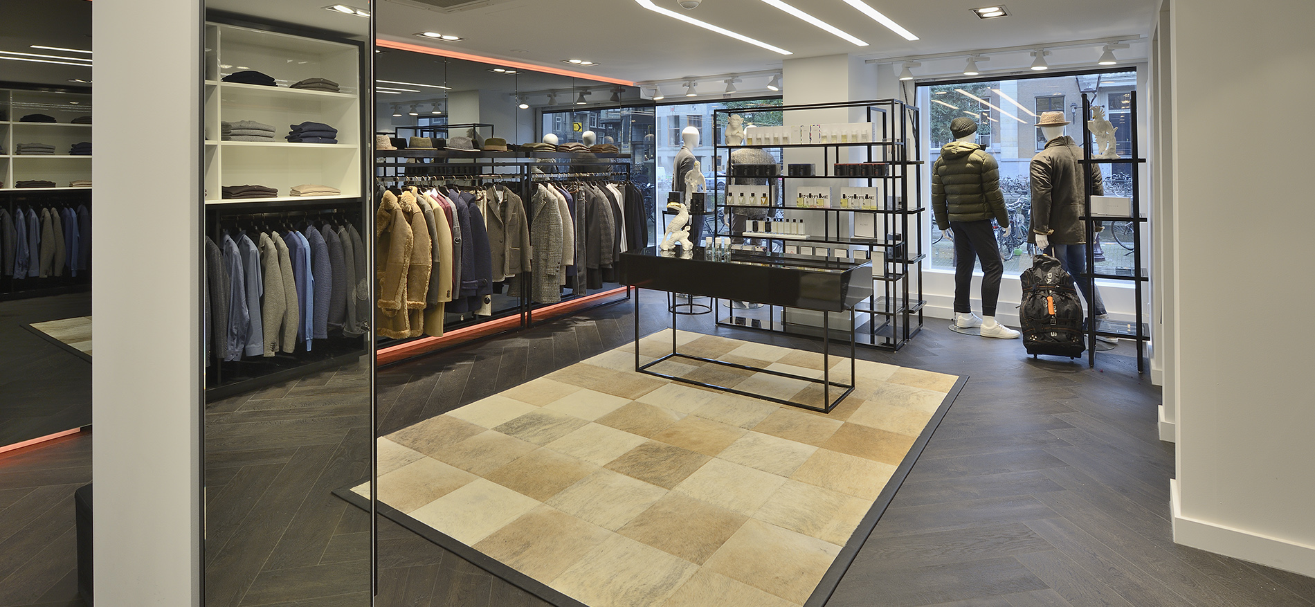 Store design for luxury fashion brands: Kings Square - Amsterdam